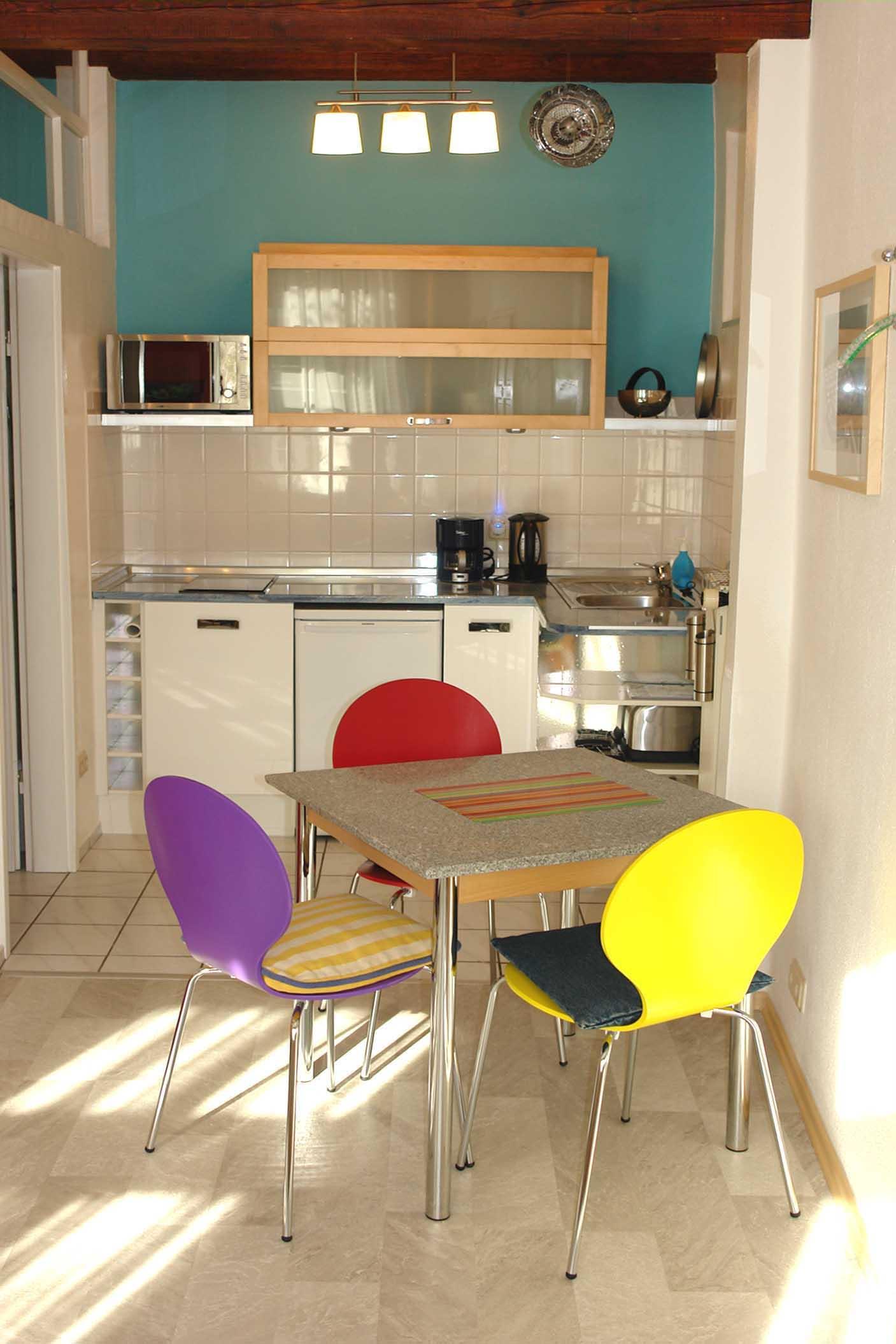 schlafbereich f rmax 2 personen ein bett von 140 cm x 200 cm. Black Bedroom Furniture Sets. Home Design Ideas